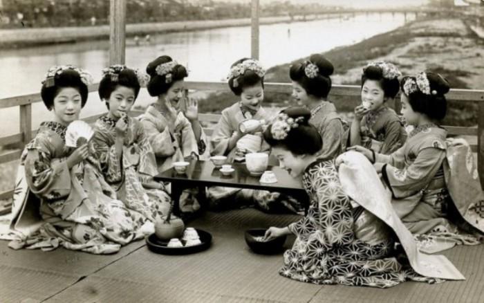 Повседневная жизнь гейш и их юных учениц (1920 год).