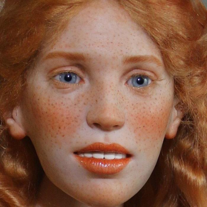 Куклы высотой около семидесяти сантиметров изготовлены из полимерной глины и расписаны акриловыми красками. Автор: Михаил Зайков.
