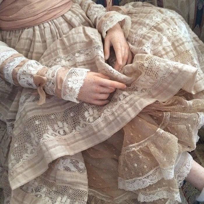 Все наряды для кукол создаются вручную дизайнером Ириной Куземиной.