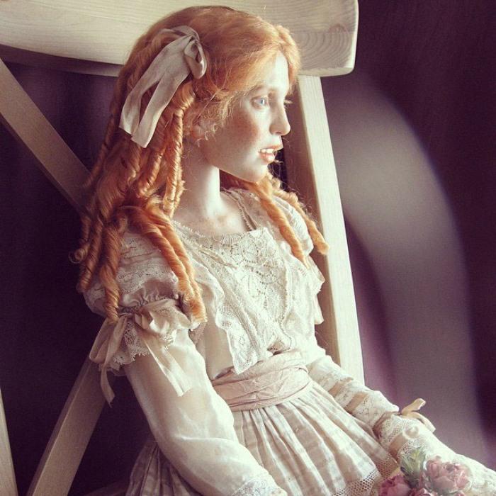 Таких кукол хочется оберегать как неземное сокровище, но при этом их всегда хочется держать на виду. Автор: Михаил Зайков.