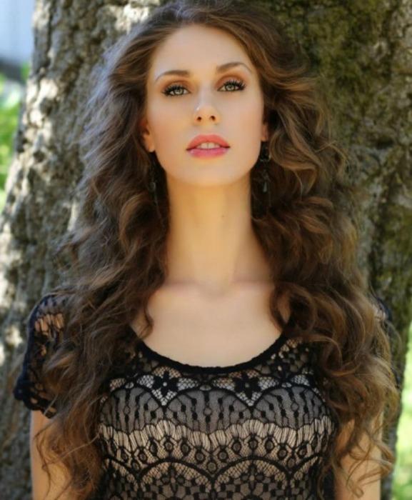 Кассандра показала, что физические недостатки — не препятствие, чтобы быть красивой.
