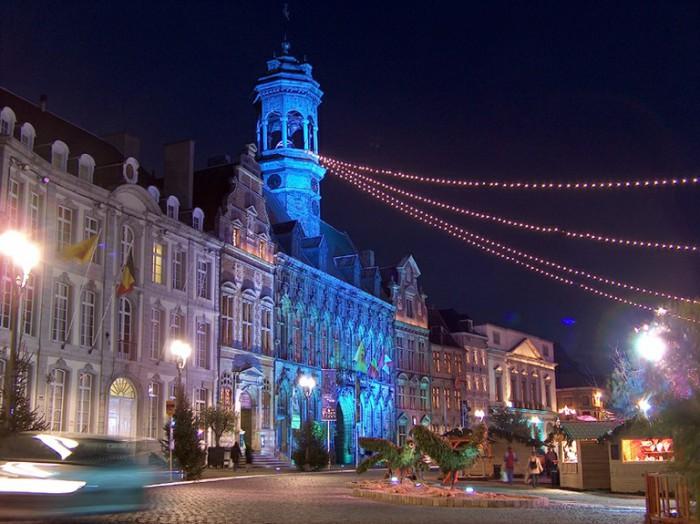 Ночной Монс. Бельгия.