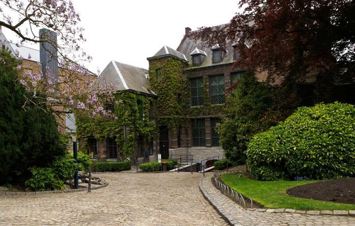 Сад у мэрии, Монс. Бельгия.