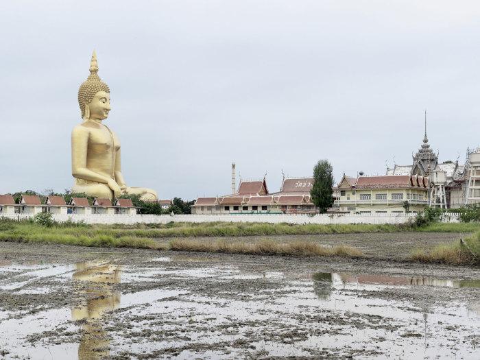 Большой Будда в Таиланде, 92 метра. Автор: Fabrice Fouillet.