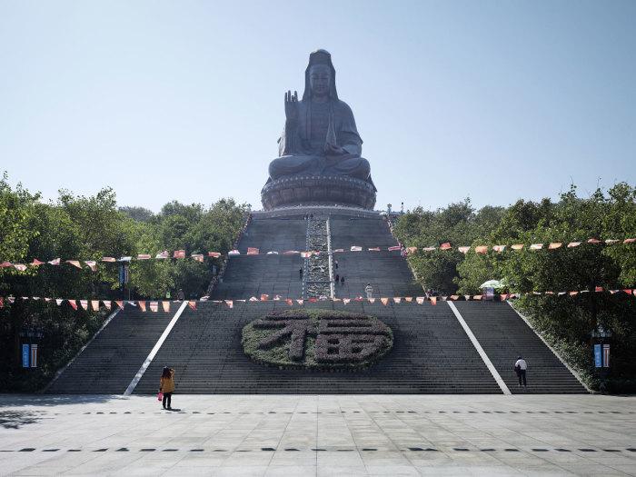 Статуя богини Гуаньинь, Фошань, Китай, 62 метра. Автор: Fabrice Fouillet.