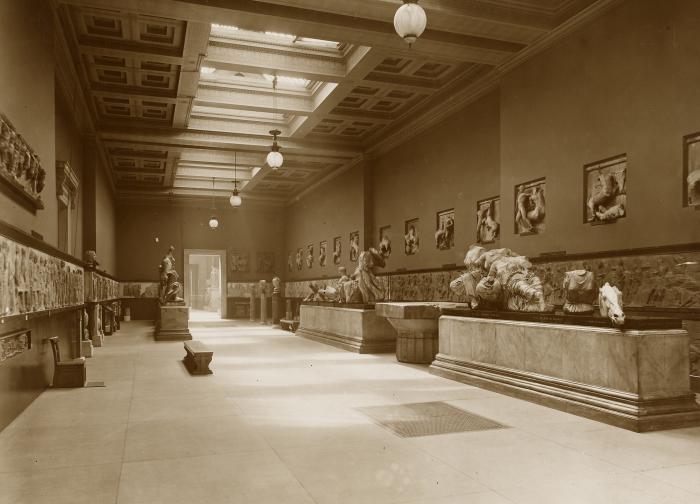 Скульптуры Парфенона в том виде, в каком они были выставлены в 1923 году в Британском музее. \ Фото: blog.britishmuseum.org.