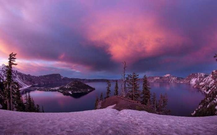 Кратерное озеро, штат Орегон. Автор: Bun Lee.