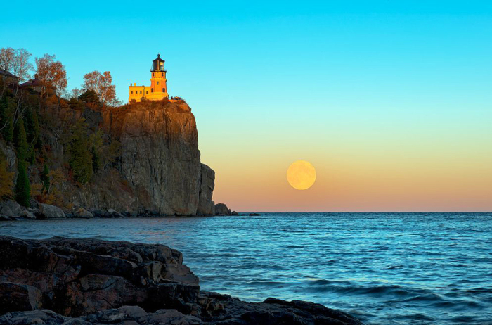 Восход луны.