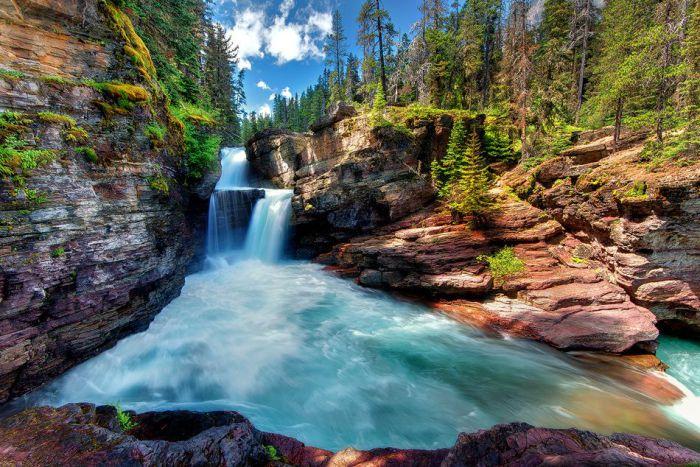 Saint Mary Falls в Glacier National Park. Монтана, США.