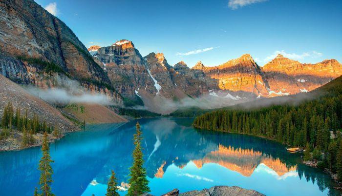 Ледниковое озеро Морейн в Национальном парке Банф, Канада.