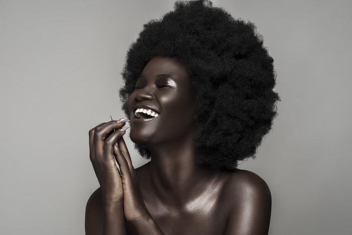 «Меланиновая богиня» - обладательница самой тёмной кожи в мире.