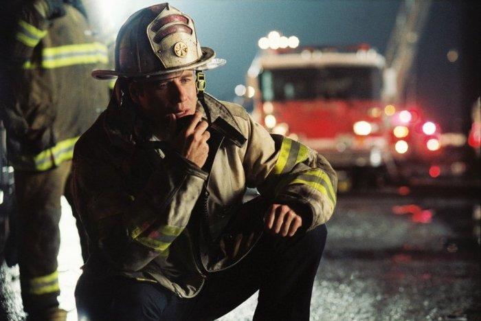 Кадр из фильма: Команда 49: Огненная лестница. \ Фото: vokrug.tv.
