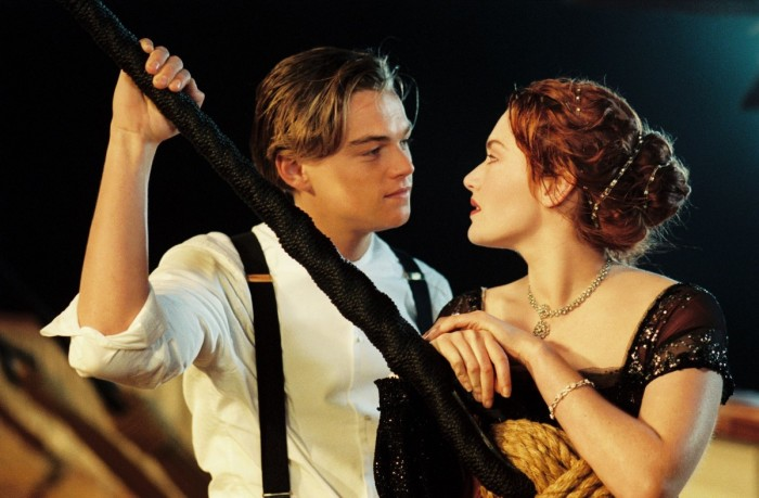 Легендарная сцена из фильма Титаник. \ Фото: lemonade.style.