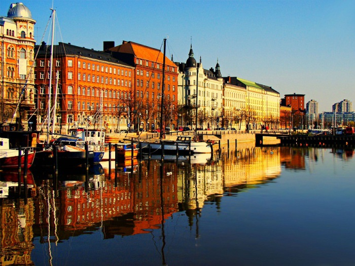 Река Вантаанйоки в Хельсинки.