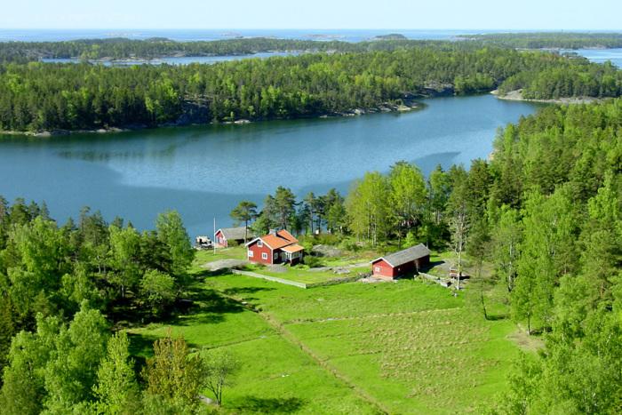Великолепные озера среди зеленых лесов Финляндии.