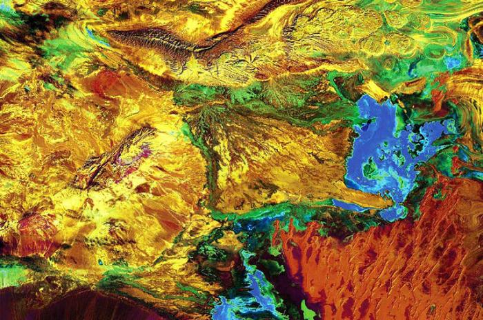 Большой солончак в Иране.  NASA.
