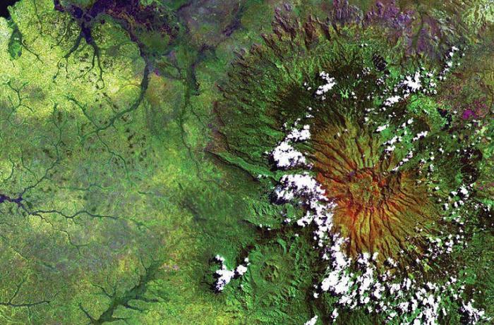 Потухший вулкан Элгон на Восточно-Африканском плоскогорье.