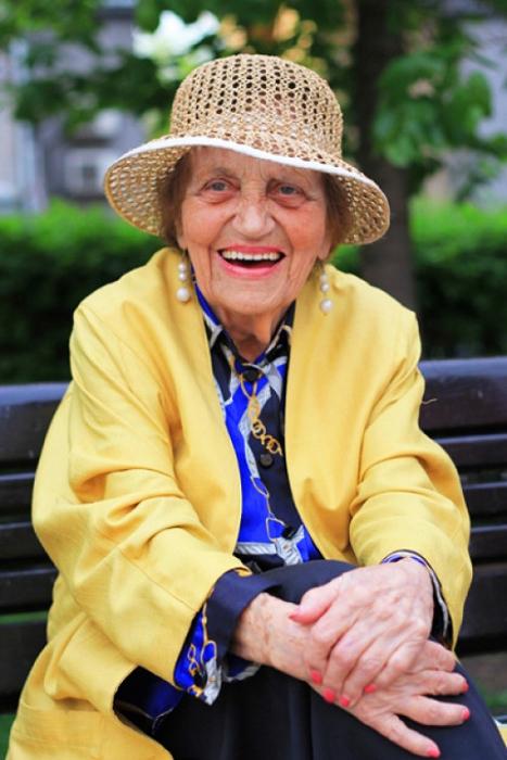 Улыбка продлевает жизнь. Яркая Дагмара Александровна, 97 лет. Москва.