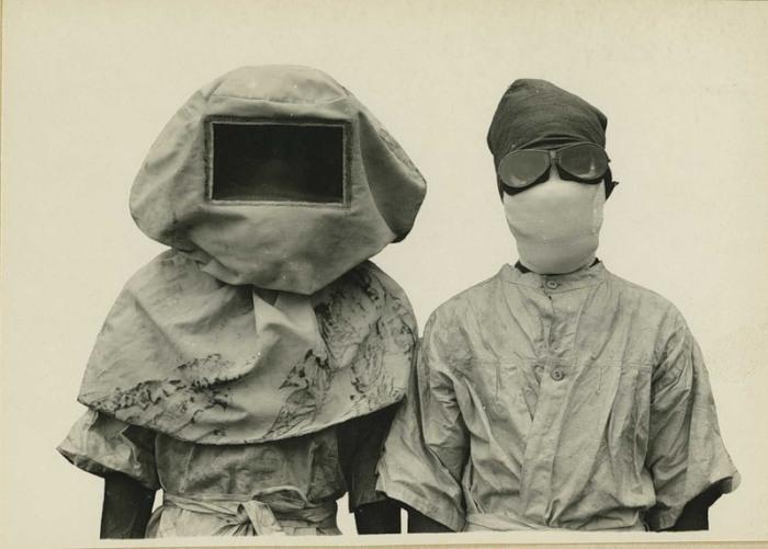 Защитные маски от чумы. \ Фото: brigin.lt.