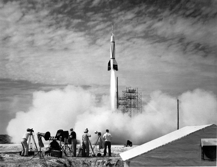 Запуск первой ракеты с мыса Канаверал. \ Фото: michaelstephenwills.com.
