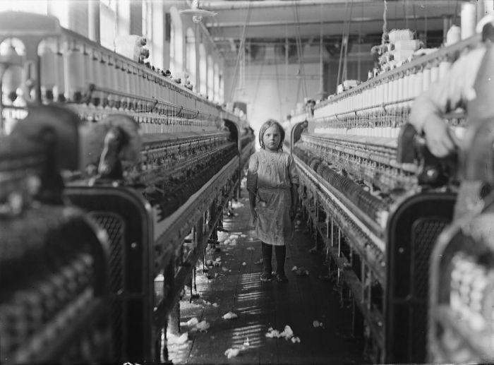 Рабочий-ребёнок на фабрике. \ Фото: google.com.ua.