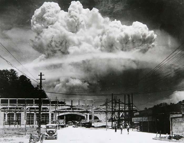 Взрыв атомной бомбы над Нагасаки. \ Фото: reddit.com.