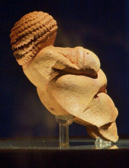 Венера Виллендорфская, около 25 000 лет до нашей эры. \ Фото: blogspot.com.