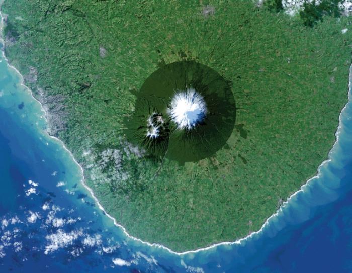 Национальный парк Эгмонт в Новой Зеландии и вулкан Таранаки. Фото NASA.