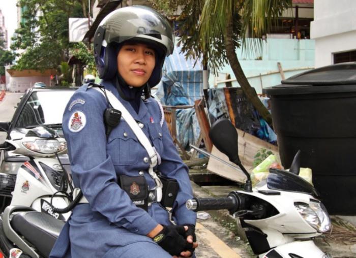Малайзия. Самые красивые девушки-полицейские из разных стран.