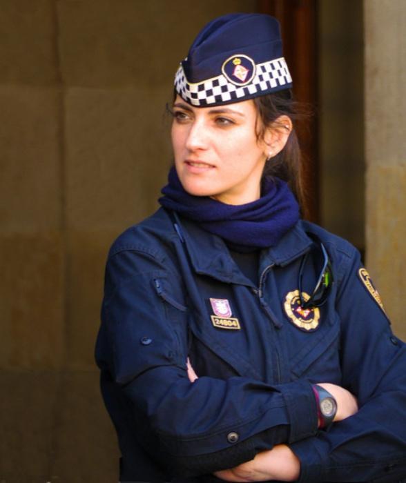 Испания. Самые красивые девушки-полицейские из разных стран.