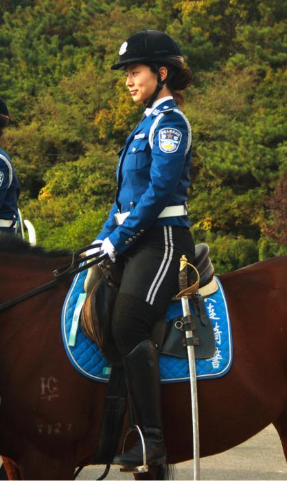 Китай. Самые красивые девушки-полицейские из разных стран.