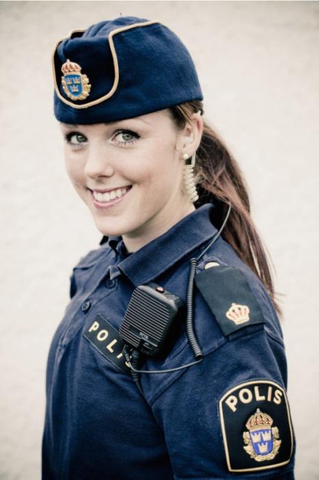 Швеция. Самые красивые девушки-полицейские из разных стран.