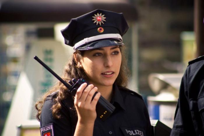 Германия. Самые красивые девушки-полицейские из разных стран.