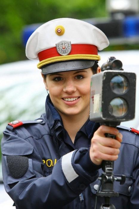 Австрия. Самые красивые девушки-полицейские из разных стран.
