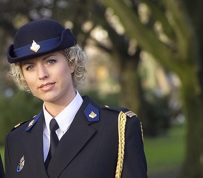 Голландия. Самые красивые девушки-полицейские из разных стран.