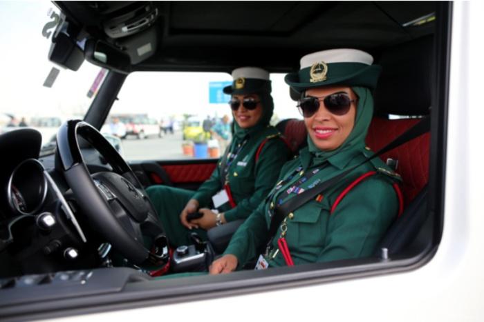 ОАЭ. Самые красивые девушки-полицейские из разных стран.