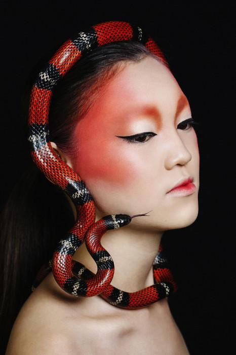 Фотограф: Romi Burianova. Прическа/макияж: Amanda Robinson. Модель: Goki.