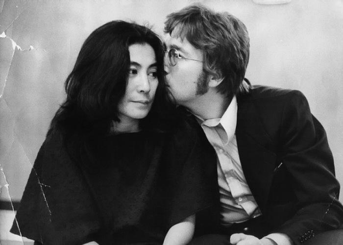 Джон Леннон и Йоко Оно. \ Фото: livejournal.com.