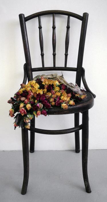 Праздничный стул. Автор: Rebecca Louise Law.