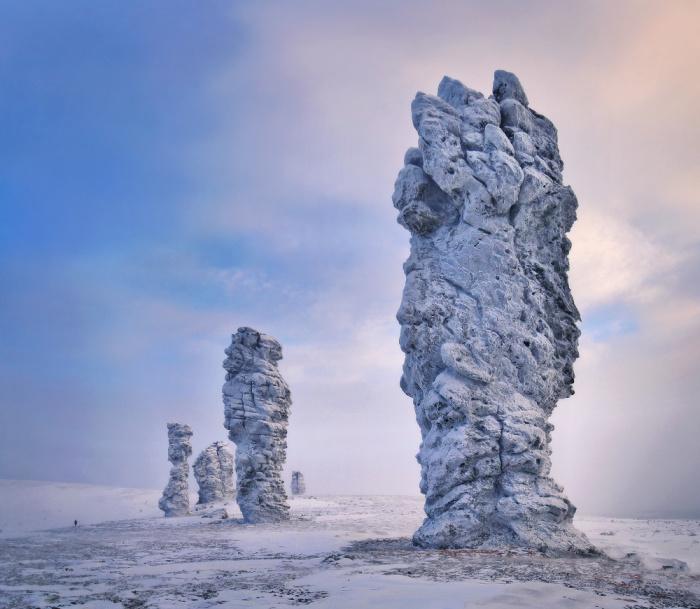 Это столбы выветривания на плато Маньпупунёр в Печоро-Илычском заповеднике в республике Коми.