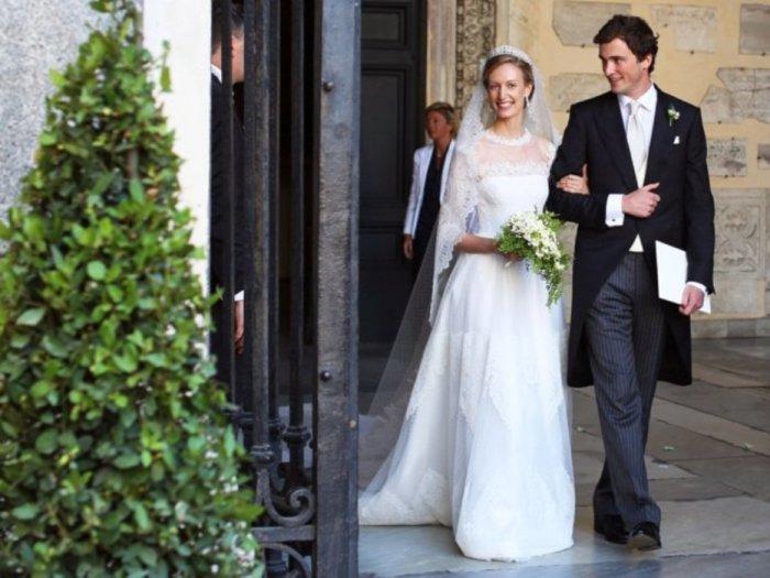 Бельгийский принц Амедео и его жена Элизабетта Росбох фон Волькенштайн на их свадебной церемонии в Санта-Мария в Трастевере в центре Рима в 2014 году.