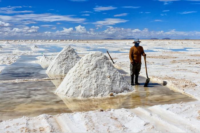 Пирамиды соли, так похожие на снег. Салар де Уюни.