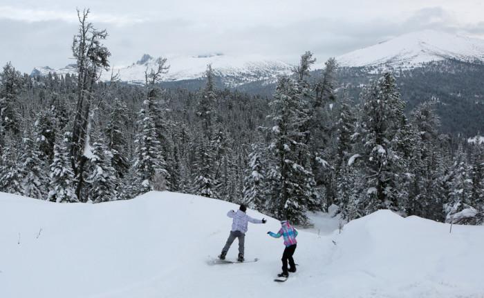 Юные сноубордисты.