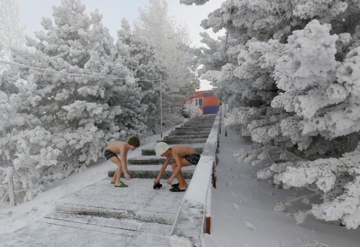 Вот так развлекаются сибирские дети.