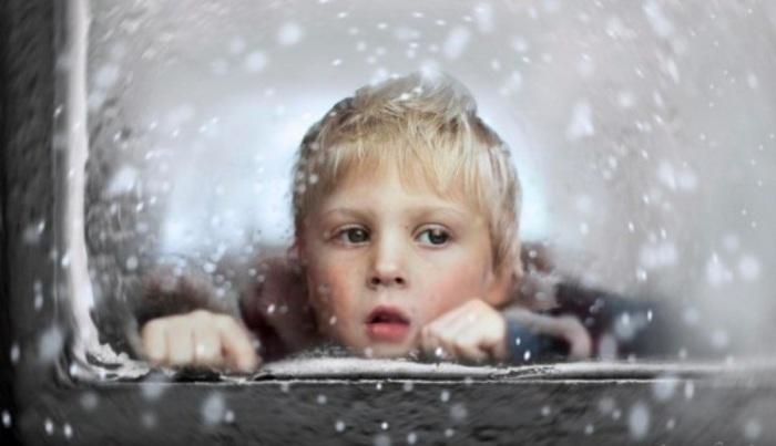 Снег за окном.