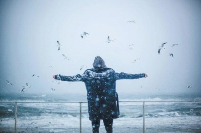 А мне бы снегом стать, да по небу летать.