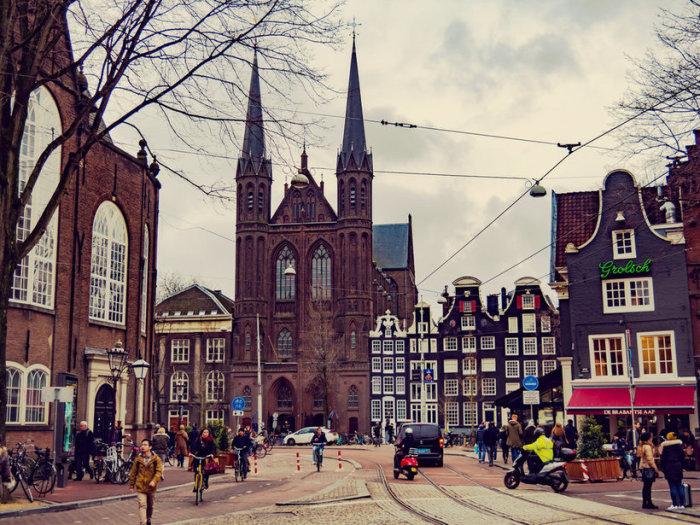 Амстердам - это порок, очарование и волшебство.