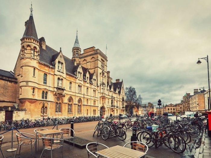 Оксфорд  — лучшее место для знакомства с английскими традициями.