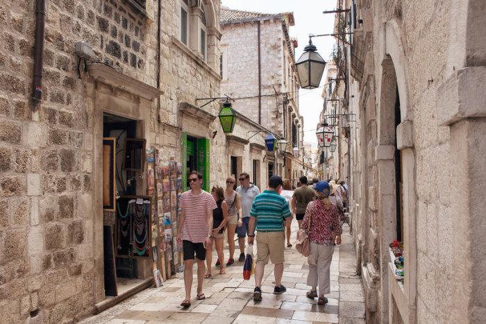 Дубровник — главный курорт на Адриатическом море, включенный ЮНЕСКО в список лучших европейских памятников эпохи Возрождения.