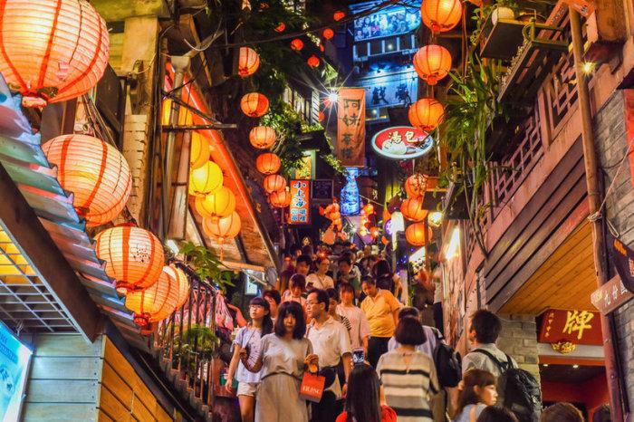Тайбэй — воплощение тайваньского экономического чуда, город промышленности и экономики и если ещё не город будущего, то уже очень близко к тому.